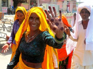 photo of a lady in Jaipur taken from an auto rickshaw.